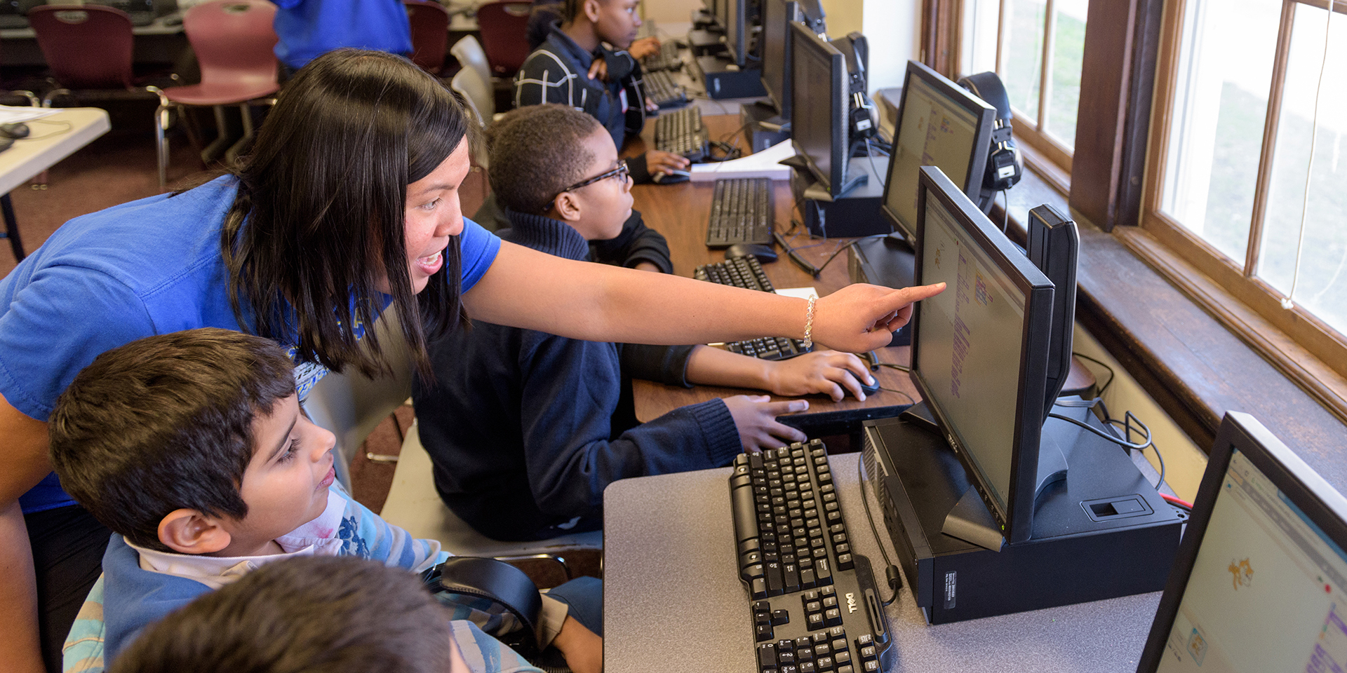 Student teacher works with students in computer lab
